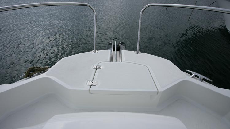 Safe and easy bow access with concealed location for optional windlass
