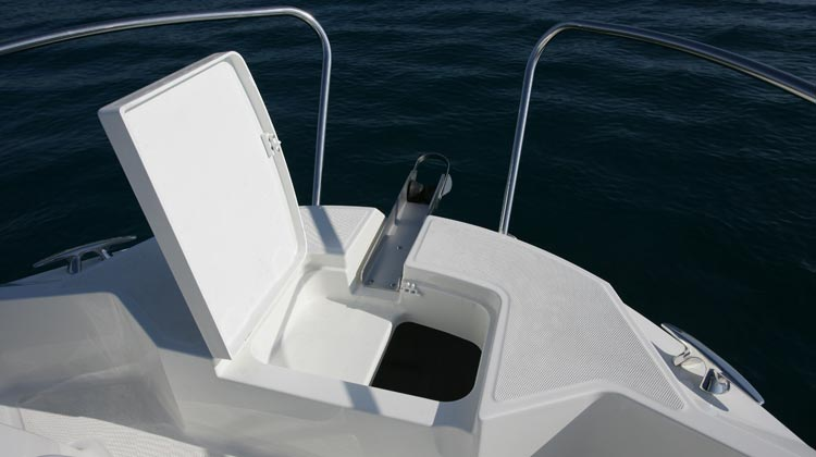Safe and easy bow access with concealed location for optional windlass installation