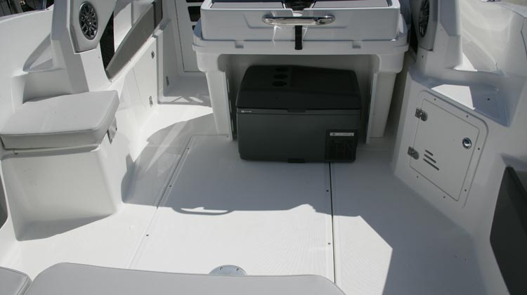 Large usable cockpit floor area