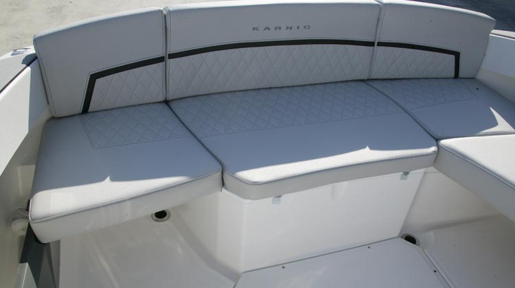 Continuous stern bench seat with option to convert to L-shape and include table
