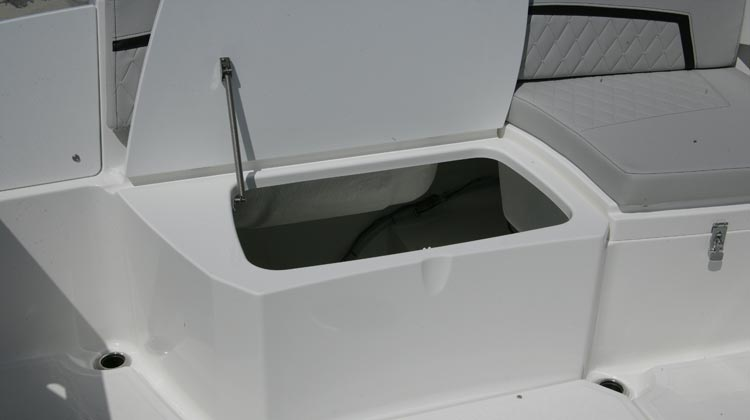 Stern bilge storage compartment