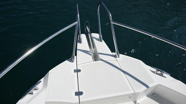 Safe and easy bow access with standard bow pulpit and concealed location for optional windlass