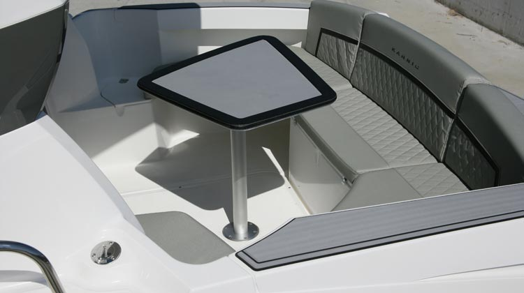 Aft cockpit convertible to L-shape or U-shape dinette with optional cushion set