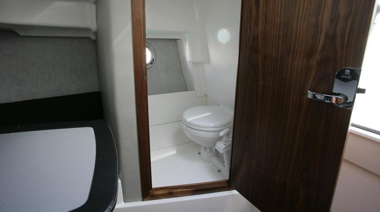 Lockable toilet compartment with ventilation portlight