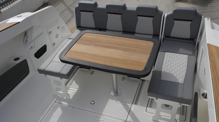 Innovative stern sitting easily convertible to U-shape dinette, back-to-back seats or sunbed