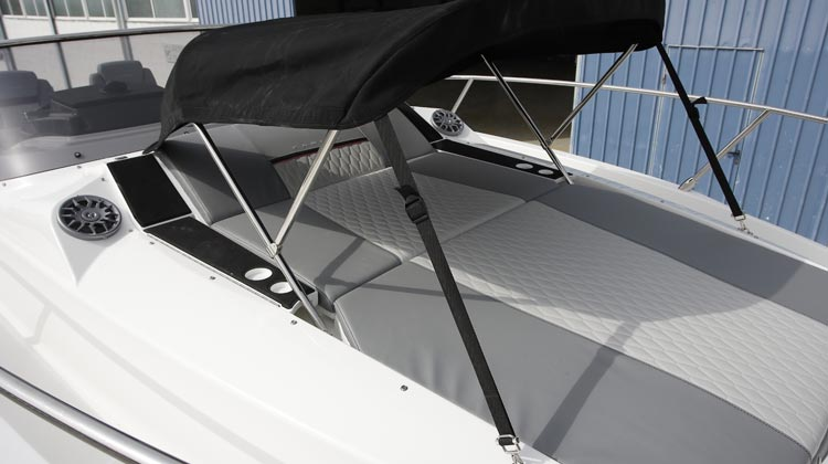 Fully accessible sundeck convertible to confort seat with dedicated speakers, drink holders and optional hide-away bimini