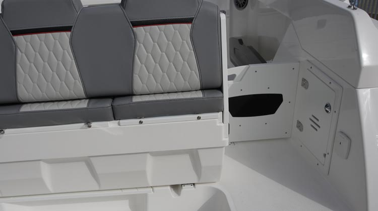 Walk-through stern with transom door