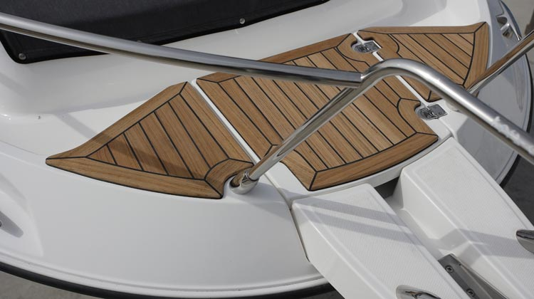 EVA foam padding or optional teak at bow, swim platforms and gunwales