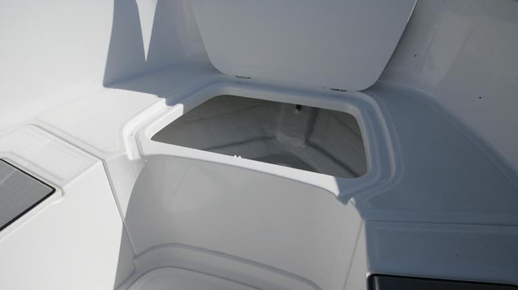 Drainable anchor compartment